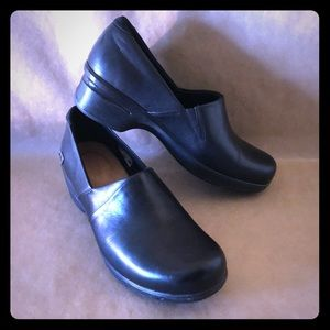 KEEN Slip On Loafer Clog BLACK Leather MINT!